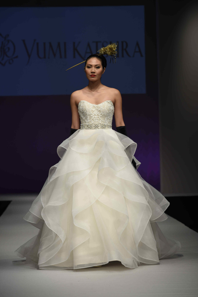Hot off the Runway: The Fall 2016 Bridal Gowns That we Don\'t Want ...